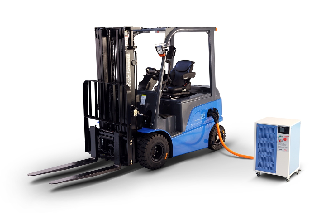 Hss electric forklifts debut promising a battery for life Motorized forklift