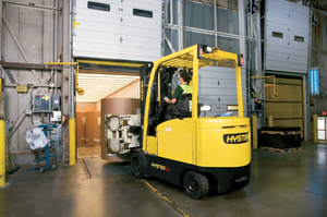 brute-strength-from-hyster-in-a-compact-electric-forklift-e4.0-5.5xn-electric-counterbalanced-forklift_a