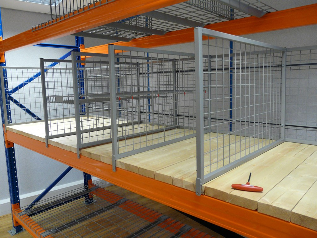 Ipe Shelf Partitioning System