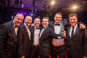 innovation award - jon cooper of bnp paribas and winner simon brown and ...