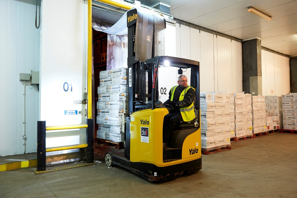 Hss Mr Reach Trucks Power Busy Cold Store