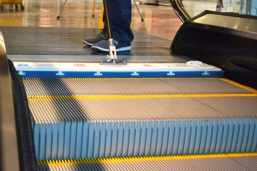 Cm Escalator Cleanliness Going Up
