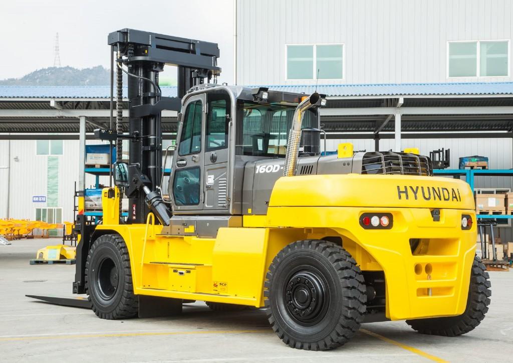 HSS - Hyundai releases 16 tonne heavy duty forklift