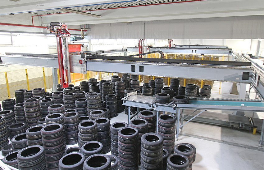 HSS - Gantry robots keep tyre manufacturers on track