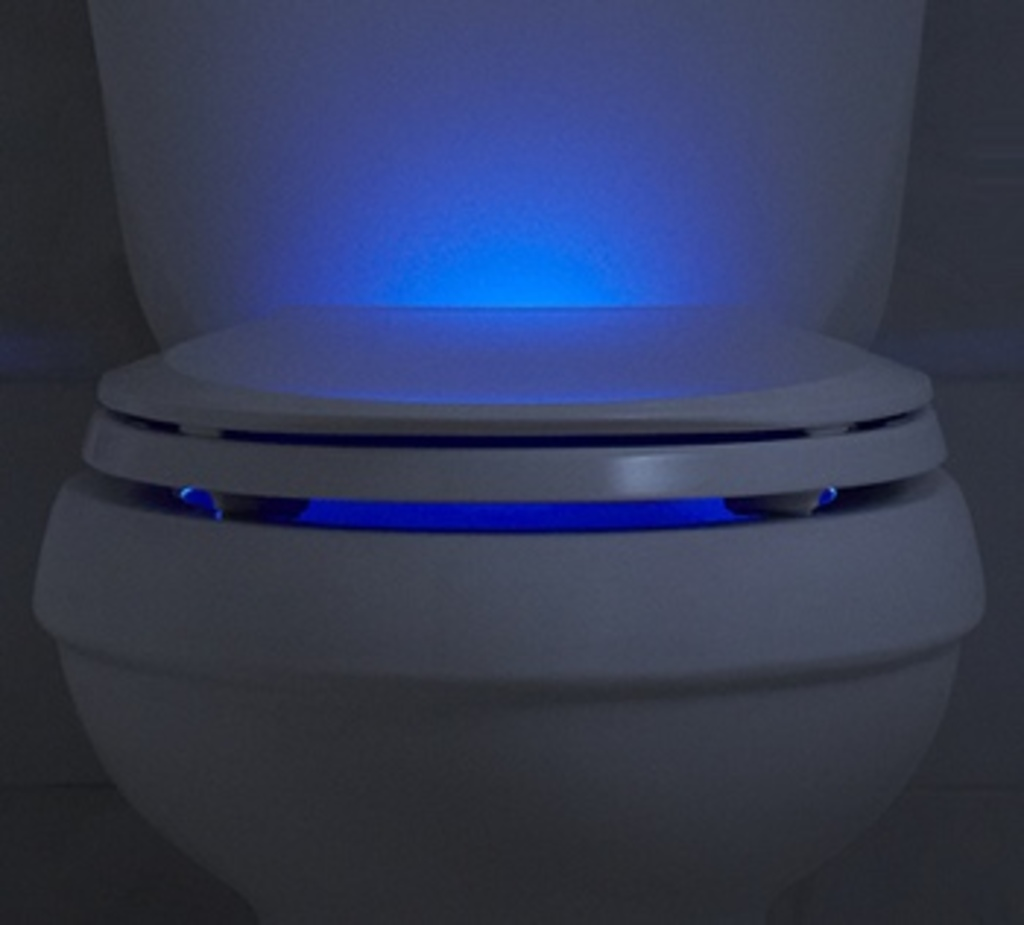 CM - Tokyo introduces self cleaning toilets